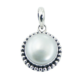 Balinese freshwater pearl silver pendant
